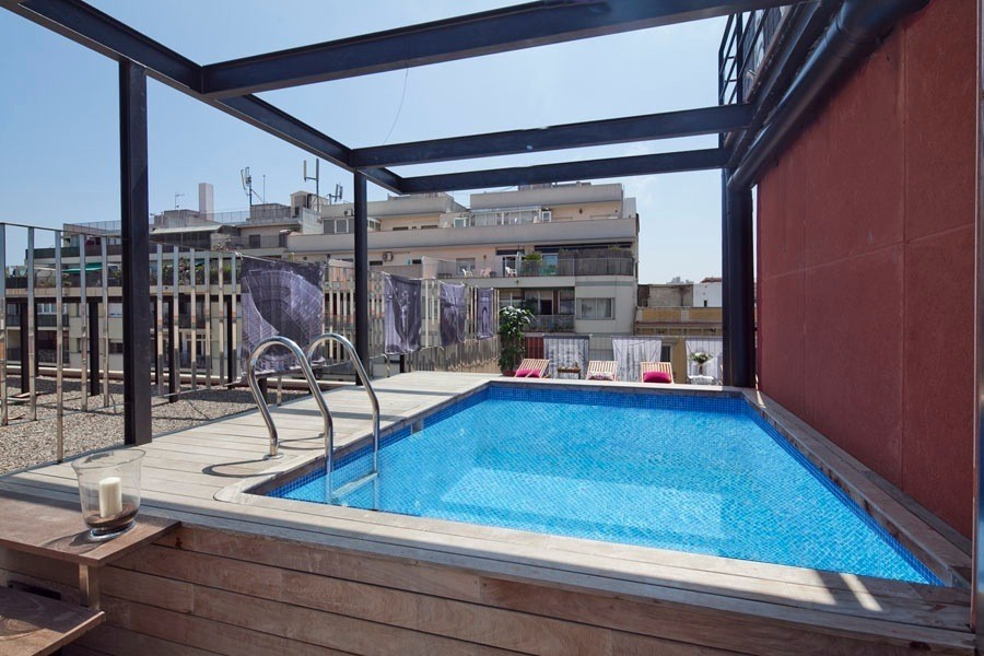 Arc triomf miro pool v apartment apartment in barcelona for Appart hotel montpellier avec piscine