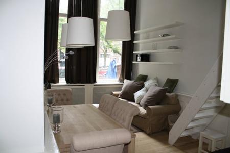 canal mini duplex amsterdam living room b Nuevos apartamentos en Amsterdam!