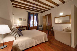 Ferran Suites apartment