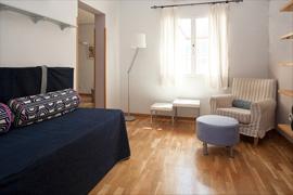 Dos de Mayo apartment