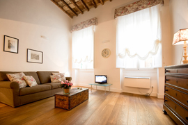 Holy Cross Loft apartment, Florence