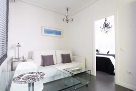 White Reina Sofía apartment
