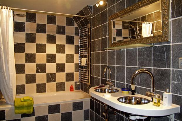 emperor6 amsterdam bathroom a b Emperor 6 apartment in Amsterdam