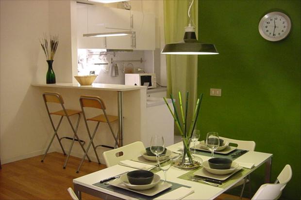 ottavianno patio apartment rome bar stools a b Ottaviano Patio apartment