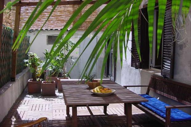 ottavianno patio apartment rome outside a b Ottaviano Patio apartment
