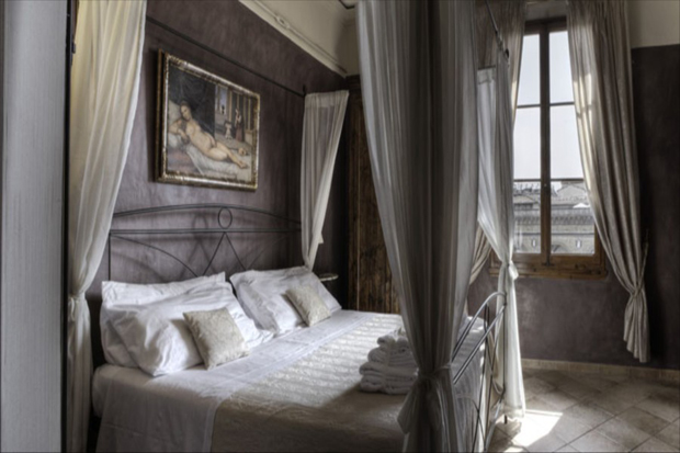 uffizi view apartment florence suite bed a b Uffizi View apartment in Florence