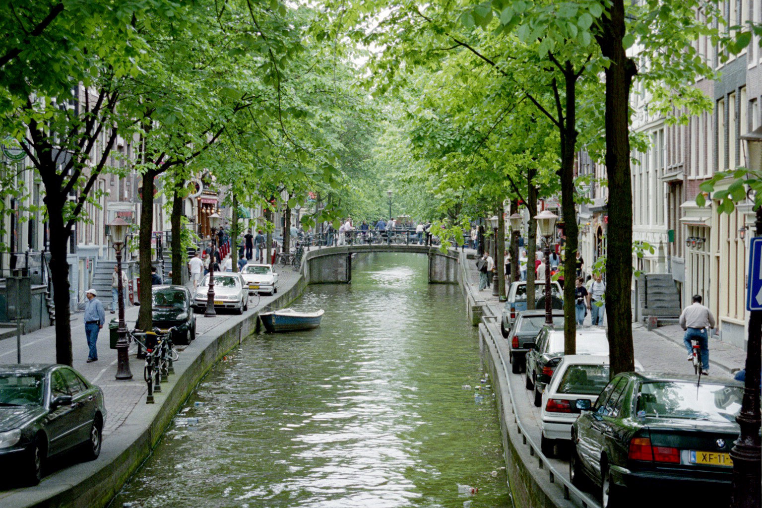 http://www.habitatapartments.com/resources/sections/amsterdam_canals.jpg